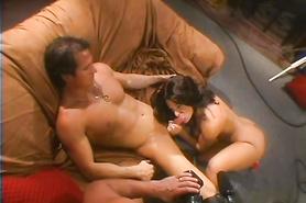 Брюнетка легко удовлетворила полового партнера